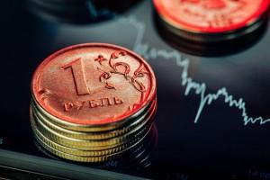 К 13:37 мск доллар торговался на уровне 71,6 руб. (+0,18%), а евро - на 83,01 руб. (+0,17%).