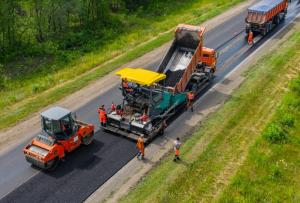 Работы на большинстве объектов нацпроекта ведутся с опережением графика, поскольку Самарская область одним из первых регионов завершила контрактацию всех дорожных объектов нацпроекта.