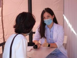 Сотрудники Самарского областного клинического онкологического диспансера провели на набережной Волги у Некрасовского спуска акцию по профилактике меланомы.