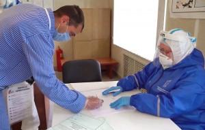 Об этом в пятницу сообщила пресс-служба Роспотребнадзора. Первые добровольцы будут вакцинированы 27 июля.