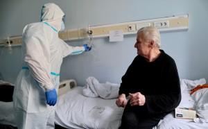 Характерными симптомами COVID-19 являются затрудненность дыхания и потеря обоняния и вкуса, сообщил депутат Госдумы, бывший главный санитарный врач России Геннадий Онищенко