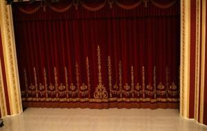 В Самарском оперном театре спустили главную люстру