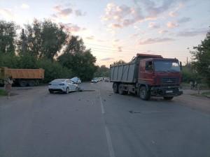 ДТП с грузовиком в Самаре: пострадали двое