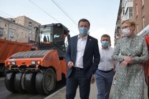 Дмитрий Азаров проверил ход работ на дорогах, которые ремонтируются в областной столице по национальному проекту «Безопасные и качественные дороги».
