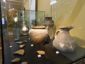 Выставка посвящена загадкам, которые скрывает в себе древняя керамическая посуда, найденная при раскопках.