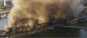 Пришлось привлекать десятки пожарных. Пожар быстро охватил почти весь грузовой состав.