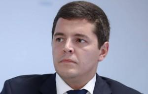 Дмитрий Артюхов сообщил, что находится на изоляции дома. Все контактировавшие с губернатором сотрудники правительства региона изолированы на 14 дней.