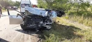 По предварительным данным инспекторов ГИБДД, произошло лобовое столкновение автомобилей «БМВ» и «Лада Веста». Погибли пять человек.