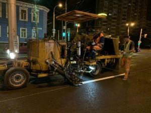 Перед нанесением линий разметки улица была очищена с помощью дорожных пылесосов. Поливочно-моечные машины не задействуются, так как покрытие должно быть сухим.
