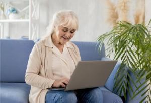 Почти 77 % клиентов Поволжского банка Сбербанка получают пенсии на банковскую карту