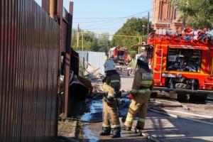 Огнеборцы работали в сложных условиях с угрозой для жизни, во время проведения работ извлекли с места пожара в безопасное место 35 газовых баллонов.