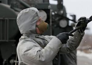 Военнослужащие в ходе совершения марша для участия в двустороннем учении на полигоне «Донгуз» продезинфицировали заражённые участки местности.
