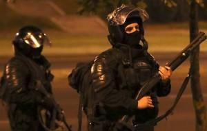 По данным ведомства, нападавшие были вооружены арматурой.