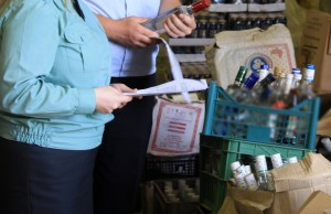 В Самаре передали на уничтожение 100 литров алкоголя