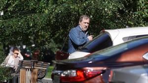 По его словам, актер получил серьезные травмы после автоаварии.