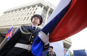 Впервые бело-сине-красный флаг был поднят на первом русском военном корабле «Орел» в царствование Алексея Михайловича.