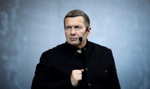 """В ответ Пашаев заявил, что поражен наглости ведущего, и посоветовал ему """"пообщаться с умными людьми""""."""