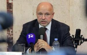 Заместитель главного врача больницы скорой медицинской помощи № 1 Анатолий Калиниченко отметил, что угрозы также касались его семьи.