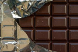 Пьяные друзья гуляли с ломом по Октябрьску и разбрасывали шоколад
