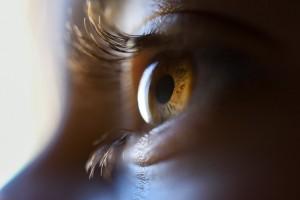 У ребенка была отслойка сетчатки, врожденная миопия высокой степени, -18, и полная слепота.