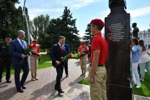 На церемонию приехали из Москвы внуки и правнуки маршалов Советского Союза Василевского и Соколовского.