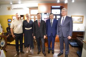 Владимир Мединский отметил, что жители области, Губернатор СО Дмитрий Азаров бережно относятся к истории и культуре родного края, многое делают для сохранения исторической памяти.