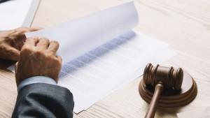 """Виталий Захаров требует признать артиста """"виновным и приговорить к реальному сроку лишения свободы"""", сообщил адвокат Сергей Аверцев."""