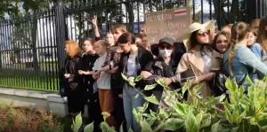 Несогласованные протесты в стране начались после выборов президента 9 августа.