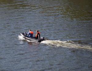 В фарватере Волги под Сызранью эвакуирован рыбак на неисправной лодке
