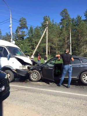 В настоящее время полицейские устанавливают обстоятельства дорожно-транспортного происшествия.