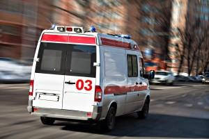 По данным источника в экстренных службах, двух пострадавших осматривают медики.