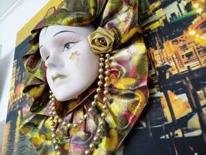 В вставочном зале Тольяттинского краеведческого музея будет работать выставка Венецианский карнавал