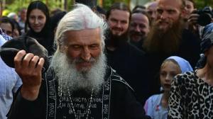 В понедельник должен был состояться епархиальный суд по вопросу отлучения от церкви схимонаха Сергия, но он был перенесен на среду из-за того, что отец Сергий не явился.