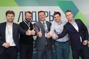 Молодые и перспективные управленцы со всей страны, в том числе из Москвы, Ставрополя и родного 63 региона в случае победы хотели бы видеть Дмитрия Азарова в качестве наставника и учителя.