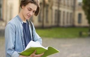 Студенты вузов, имеющих государственную лицензию, могут оформить в Сбербанке кредит на образование без поручителей, обязательного страхования и залога по сниженной процентной ставке.