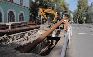 Специалисты «Предприятия тепловых сетей» произвели сложный ремонт теплотрассы диаметром 500 мм на пересечении улицы Гая с проспектом Масленникова