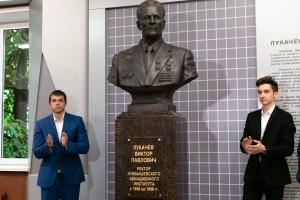 Ав холле административного корпуса Самарского университета им. Королева был открыт бюст Виктора Павловича Лукачёва, легендарного ректора КуАИ с 1956 по 1988 годы.