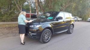 Многодетный должник по алиментам расстался со своим Land Rover