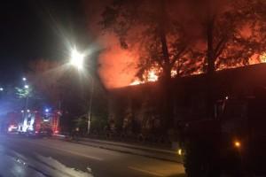 В Самарской области сгорел огромный барак