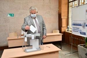 11 сентябряпредседатель Самарской губернской думы Геннадий Котельников проголосовал на выборах депутатов Ленинского внутригородского района Самары.