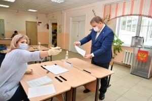 11 сентябрязаместитель председателя Общественной палаты Самарской области Павел Покровский проголосовал на выборах депутатов Октябрьского внутригородского района Самары.