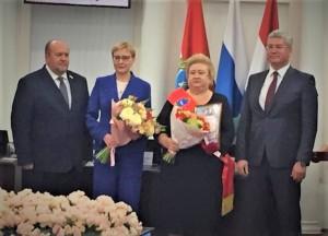 От имени губернатора Дмитрия Азароваеё поздравил председатель Правительства Самарской области Виктор Кудряшов.