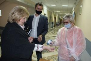 И приняла участие в досрочном голосовании на муниципальных выборах депутатов, посетив избирательный участок на территории Самарского государственного социально-педагогического университета.