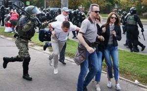 На «Марш героев» в белорусской столице, по оценкам СМИ, вышло не меньше 150 тыс. человек.