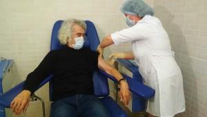 В Самарской области продолжается вакцинация от гриппа. В регионе уже привито более 146 000 человек, в том числе более 53 000 детей.
