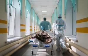 В Роспотребнадзоре отметили, что определить, на какой срок вакцина от коронавируса защищает человека от заражения, можно будет в перспективе минимум двух месяцев.