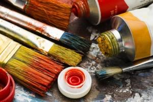 В экспозиции выставки представлены художественные произведения свыше 100 участников конкурса.