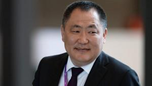 Президент передал губернатору Тувы пожелания скорейшего выздоровления.