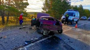 Водительи пассажир одного из автооказались зажатыми в салоне автомобиля.