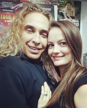 По словам девушки, их связь началась после знакомства на одном из концертов Глушко и длилась более полутора лет.